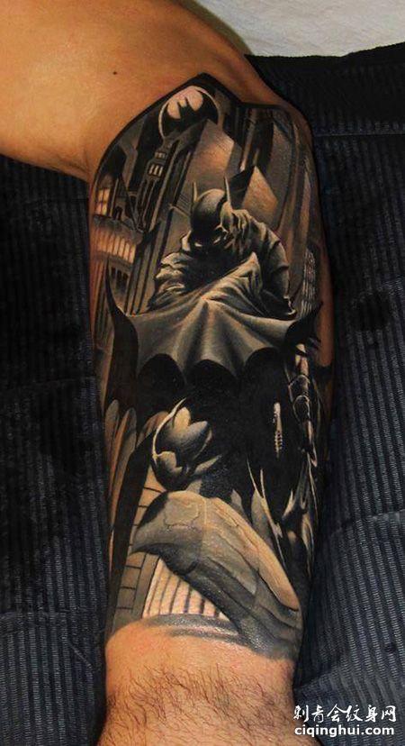 手臂霸气的蝙蝠侠纹身图片