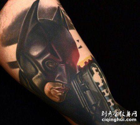 小腿精致的蝙蝠侠纹身图案
