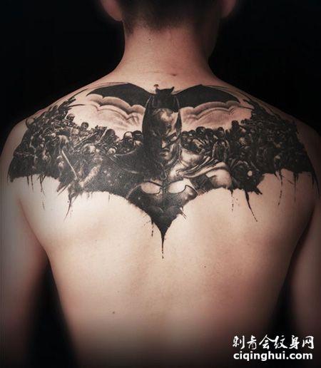 背部帅气的蝙蝠侠纹身图案