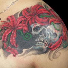 肩部彼岸花骷髅纹身图案