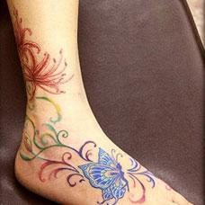 脚部蝴蝶彼岸花纹身图案