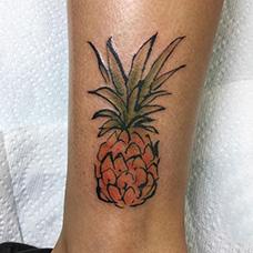 脚踝国画菠萝纹身图片