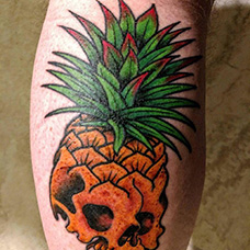 小腿骷髅菠萝纹身图案