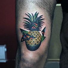 大臂创意菠萝纹身图片