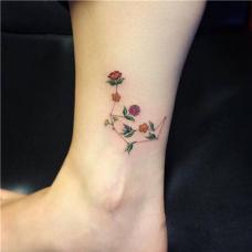脚踝彩色花草纹身图案