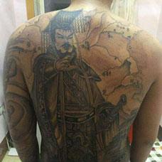 背部霸气的曹操纹身图案