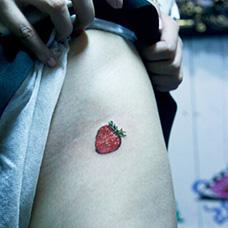 臀部私密草莓纹身图案