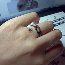 手指香奈儿纹身图案