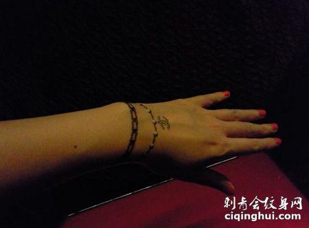 手背香奈儿纹身图案