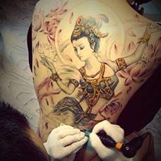 满背精美的嫦娥纹身图案