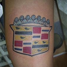 大臂凯迪拉克车标纹身图案