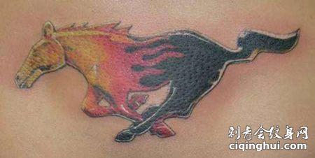 背部野马车标纹身图案