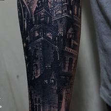 手臂遮盖城堡纹身图案