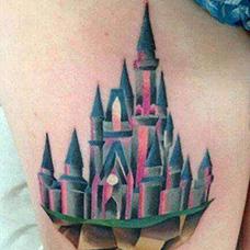 背部创意城堡纹身图案