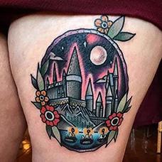 大腿镜子城堡纹身图片