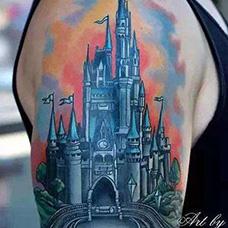大臂城堡纹身图片