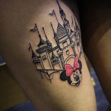 大腿城堡和米妮纹身图案