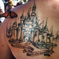 背部好看的城堡纹身图案