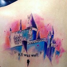 女生肩部好看的城堡纹身图片