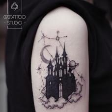 吴娴大臂黑色城堡纹身图案