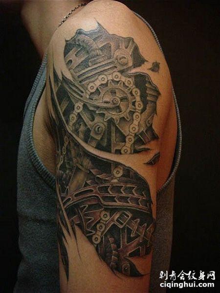大臂链条齿轮纹身图案