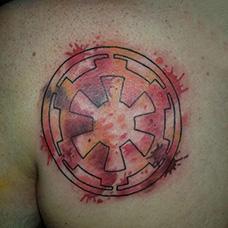 背部泼墨齿轮纹身图案