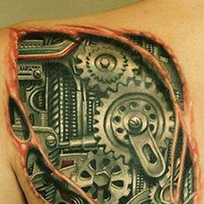 背部齿轮遮盖纹身图案