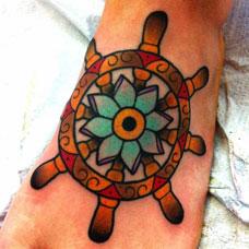 脚背船舵花朵纹身图案