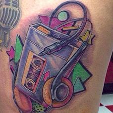 大腿磁带机纹身图案