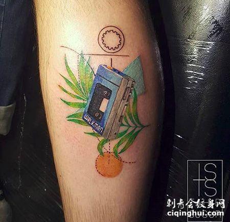 小腿彩色的磁带纹身图案