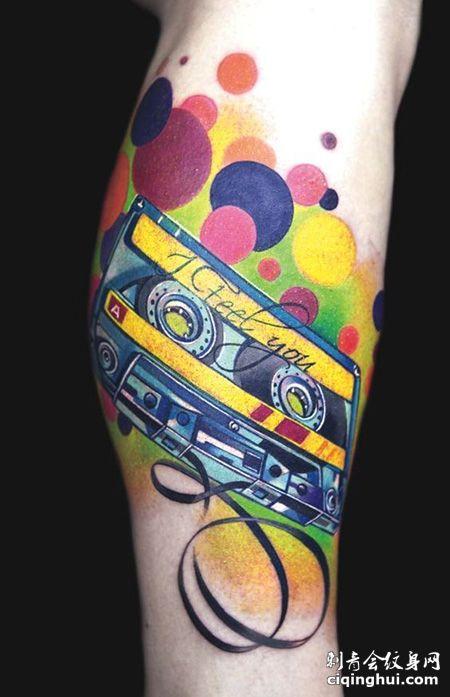 小腿经典的磁带纹身图案