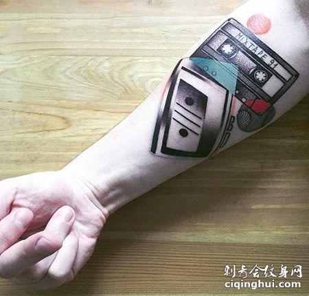 音乐爱好者,小臂磁带纹身图案