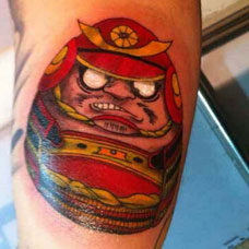 手臂武士达摩蛋纹身图案
