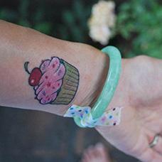 手腕蛋糕纹身图案
