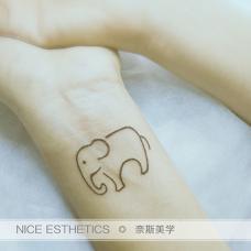 女生手腕瑞兽大象图案半永久小纹身