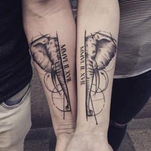 兄弟手臂大象纹身,对称的半边大象纹身