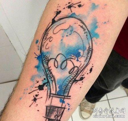 手臂泼墨灯泡纹身图案