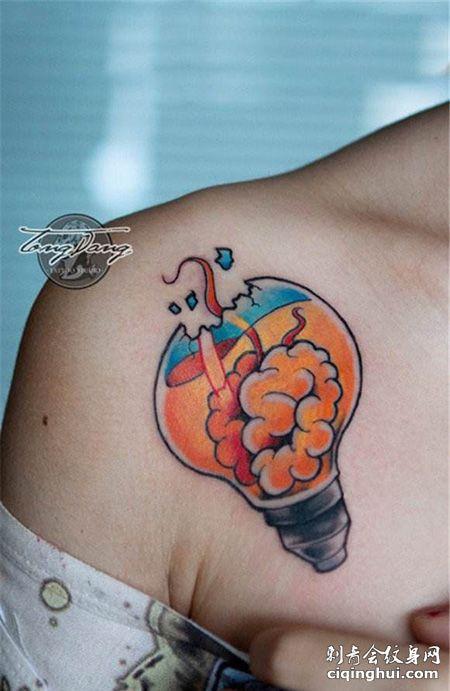 肩部创意灯泡纹身图案