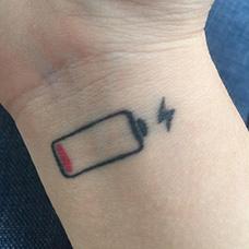 手腕电池电量纹身图片