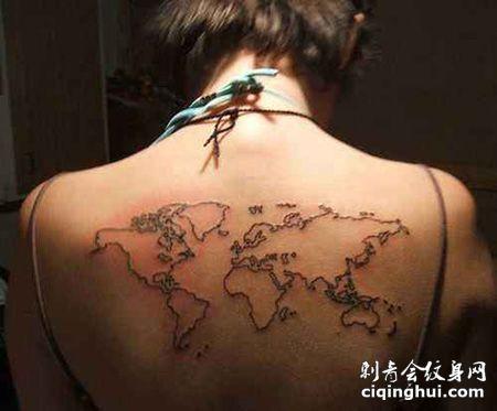 女生背部世界地图纹身图片