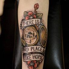 手臂花手表纹身图案