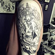 大臂黑色度母纹身图片