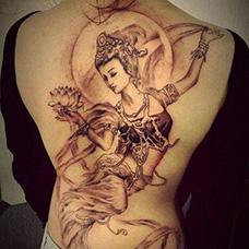 女生满背敦煌飞天纹身图案