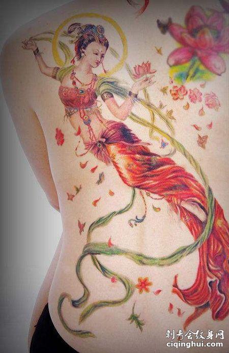 女生背部彩色敦煌飞天纹身图片