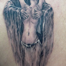 被恶魔挟持的裸女纹身图案
