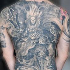 满背踏龙二郎神纹身图案