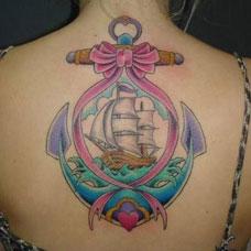 背部彩色帆船船锚纹身图案