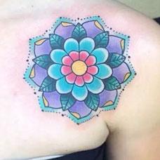 肩部性感蓝色梵花纹身图案