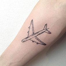 手臂飞机纹身图案