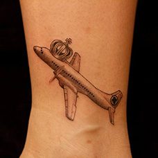 脚踝飞机纹身图案